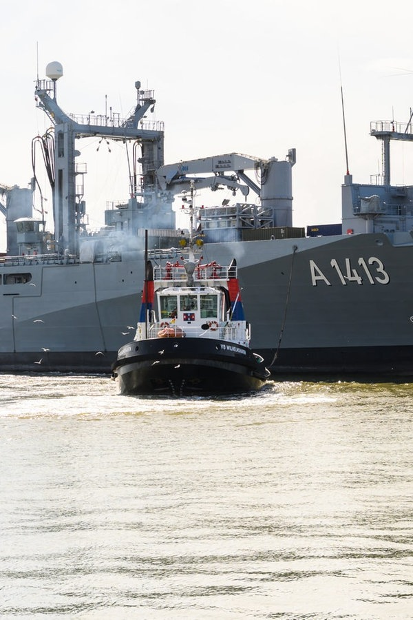 Marineschiff Bonn kehrt von NATO-Einsatz zurück | NDR.de