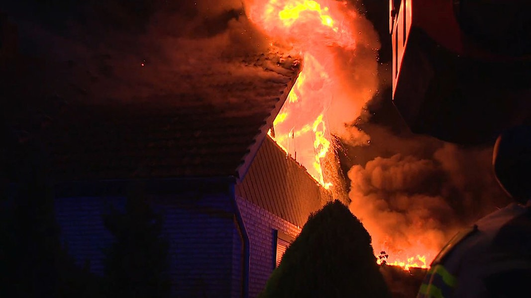 Gleich Zweimal Feuer In Delmenhorst Ndr De Nachrichten