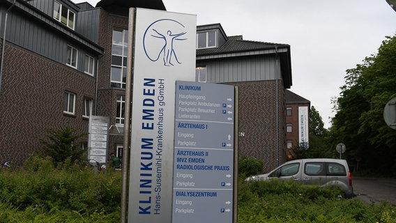 Die Einfahrt zum Klinikum Emden