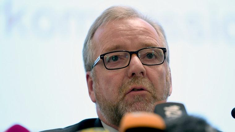 Polizeipräsident Johann Kühme informiert über die Ermittlungen gegen den ehemaligen Pfleger Niels H. © dpa - Bildfunk Foto: Carmen Jaspersen