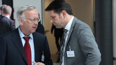 Niedersächsischer Wirtschaftsminister Olaf Lies (SPD) im Gespräch. © NDR Fotograf: Frank Jakobs