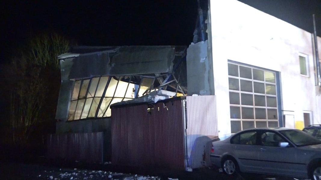 Einsturzgefahr: Gewerbehalle in Rastede explodiert