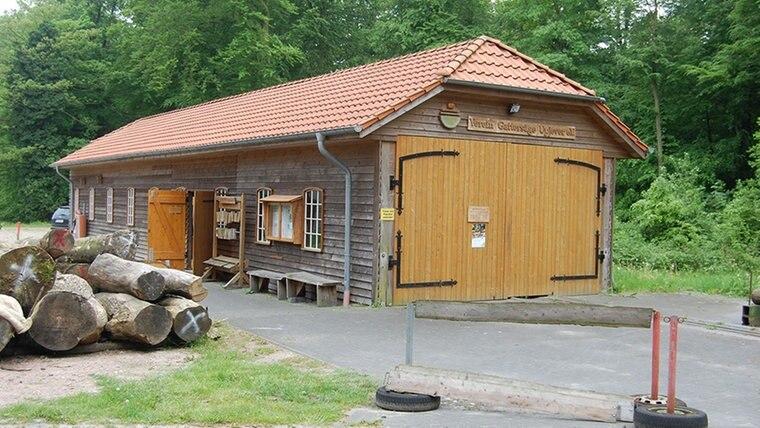 Ein Holz-Schuppen für eine Gattersäge. © NDR Fotograf: Carsten Valk