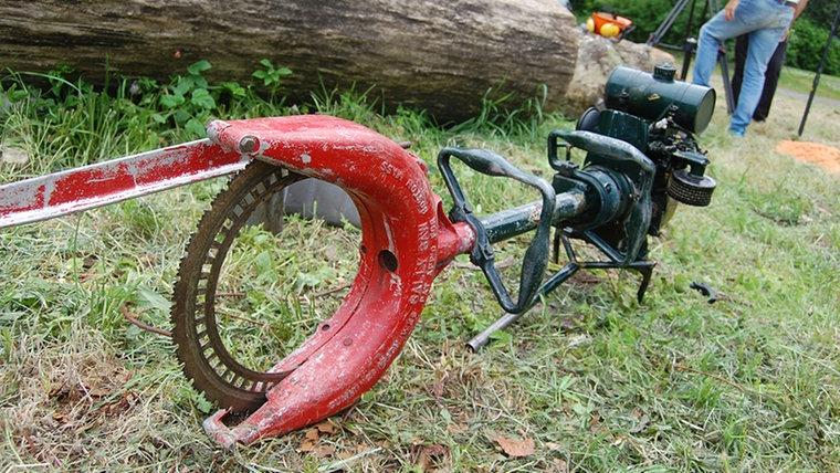 Eine alte Kreissäge. © NDR Fotograf: Carsten Valk