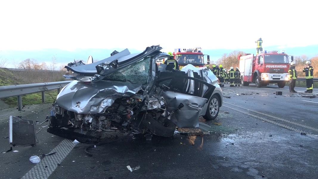 Zwei Schwerverletzte nach Unfall auf der B210