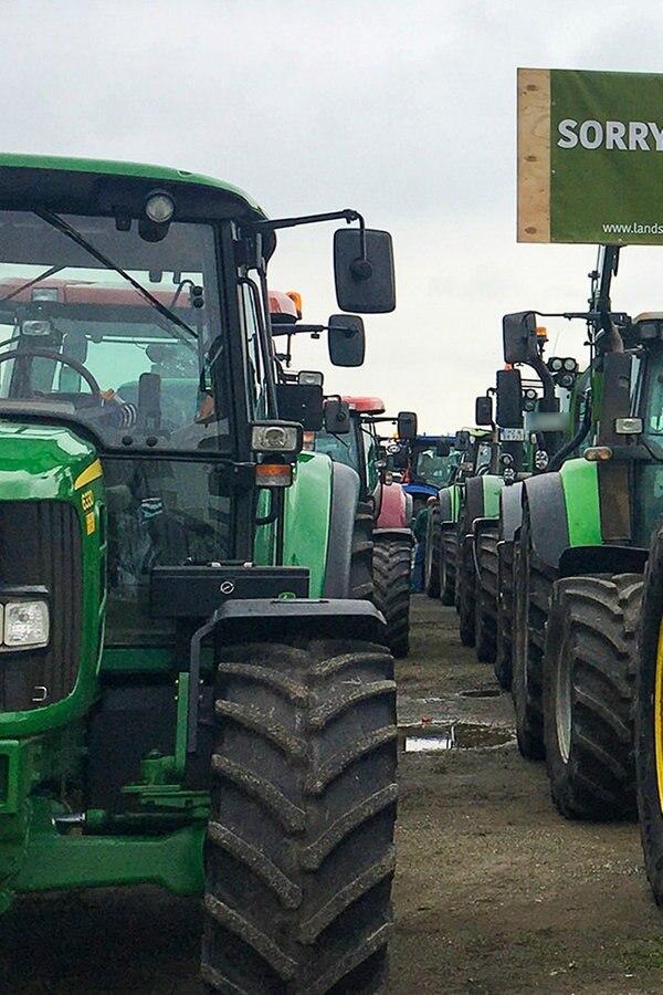 Landwirte legen erneut Verkehr mit Treckern lahm