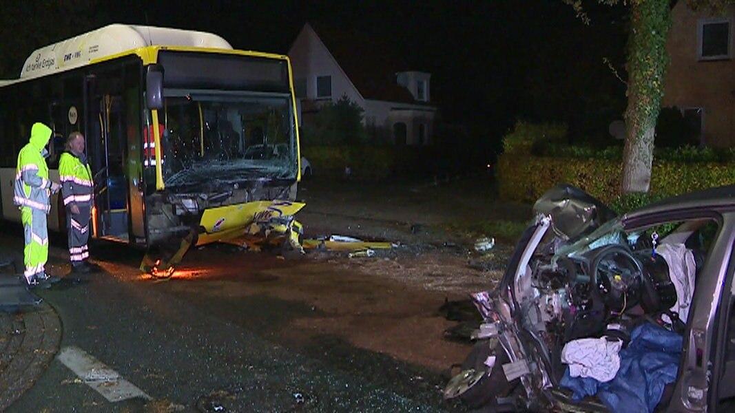 pkw rast gegen bus zwei schwerverletzte nachrichten niedersachsen oldenburg. Black Bedroom Furniture Sets. Home Design Ideas