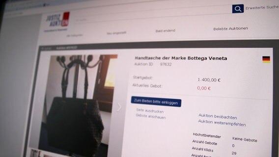 Westfalen-Blatt: Lehrerin als Millionenbetrügerin? Staatsanwaltschaft versteigert Luxushandtaschen