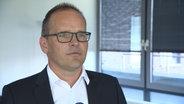 Kultusminister Grant Hendrik Tonne im Interview. © NDR