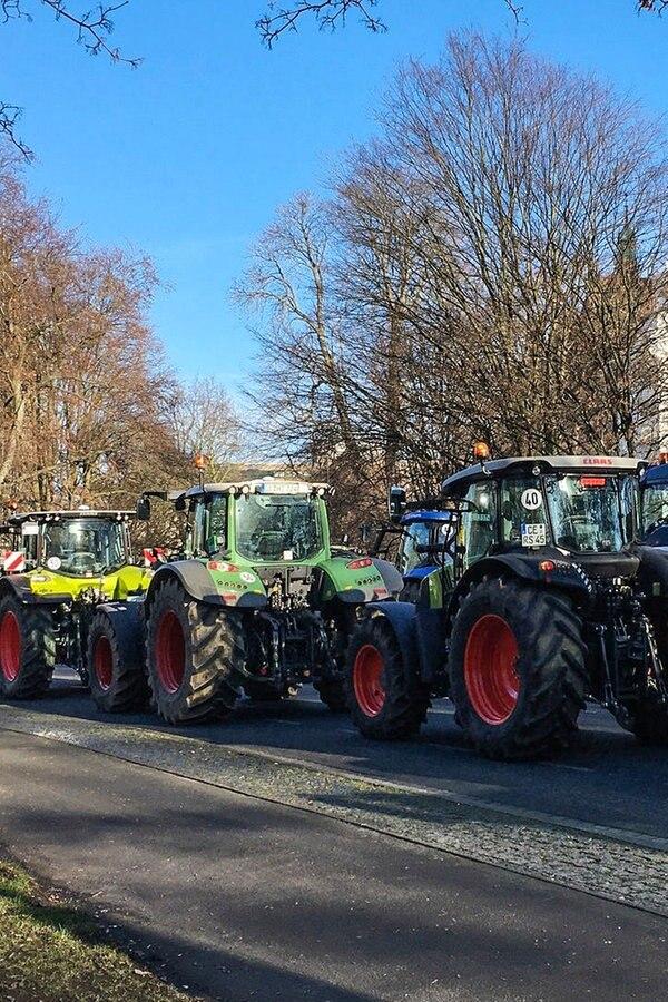 Zwei Großdemos behindern Verkehr in Hannover