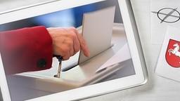Eine Frau gibt in einem Wahllokal ihre Stimme für die Landtagswahl ab. © dpa - Bildfunk Fotograf: Arne Dedert/dpa