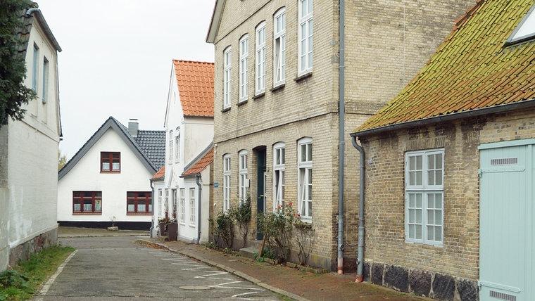 Die Schulstraße in Arnis heutzutage. © NDR Foto: Jan Altmann