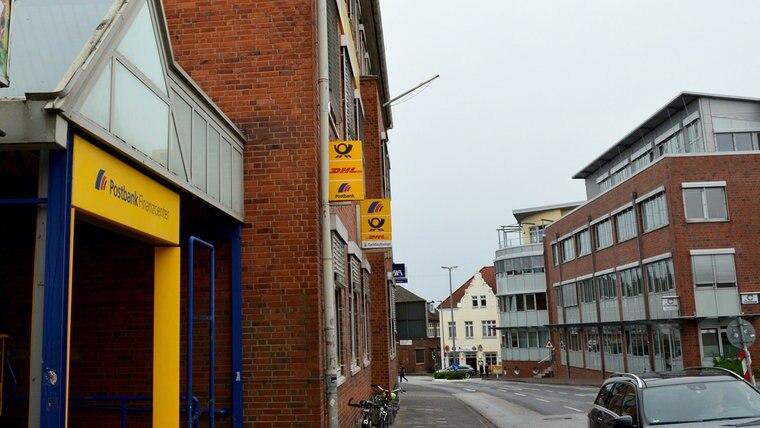 Heutige Burgfelerstraße mit Post in Bad Segeberg. © NDR Foto: Anne Passow