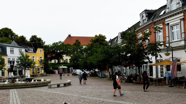 Der Marktplatz in Bad Segeberg. © NDR Foto: Anne Passow