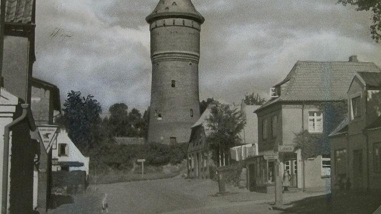 Historische Aufnahme des Wasserturms in Bad Segeberg von 1950. © NDR Foto: Hans-Werner Baurycza