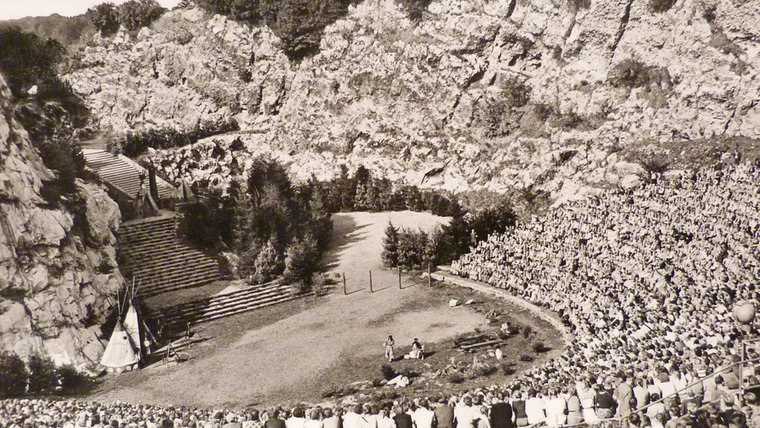 Historisches Foto von den Karl-May-Spielen 1953 am Kalkberg in Bad Segeberg. © NDR Foto: Hans-Werner Baurycza