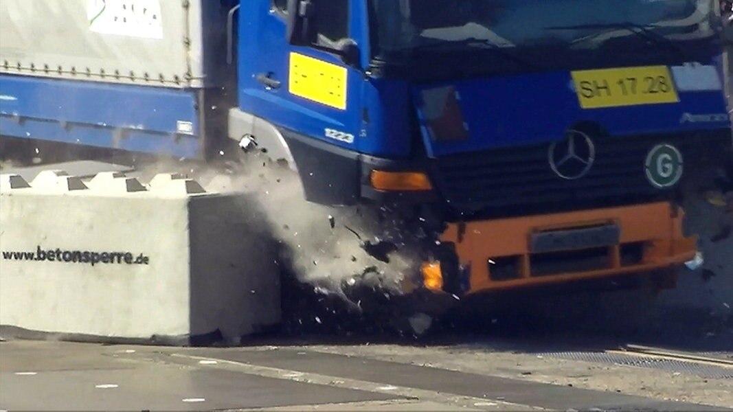 Crashtest zeigt: Betonsperren halten nicht | NDR.de ...