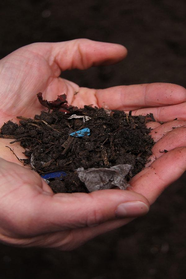 Mikroplastik und Schadstoffe belasten den Boden