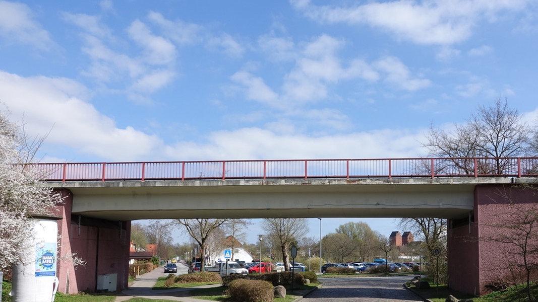 Ab Ostern Ersatzbrücke in Neustadt - NDR.de