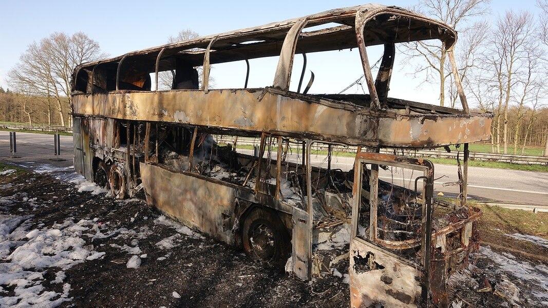 umgebauter bus brennt auf a215 bei blumenthal aus. Black Bedroom Furniture Sets. Home Design Ideas