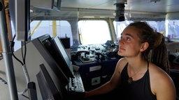 Carola Rackete sitzt an Bord des Rettungsschiffs Sea-Watch 3 © Till M. Egen/Sea-Watch.org/dpa Foto: Till M. Egen