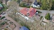 Ein Luftbild von einem Altenheim in Wentorf. © NDR Foto: Johannes Kahts