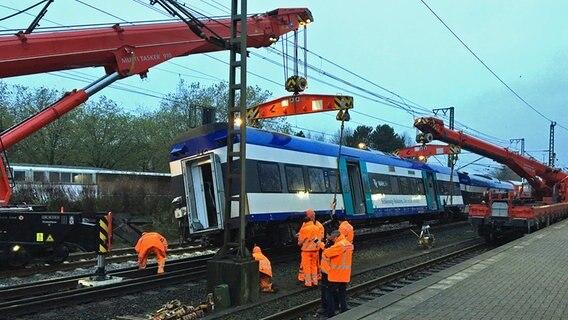 Regionalexpress im Bahnhof von Elmshorn entgleist