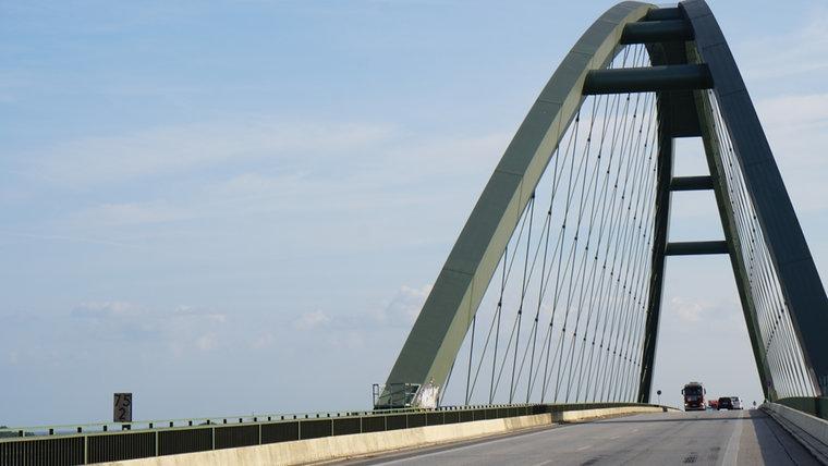 Die Fehmarnbrücke. © NDR Foto: Hauke Bülow