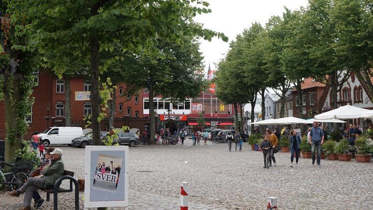 Der Marktplatz in Burg auf Fehmarn. © NDR Foto: Hauke Bülow