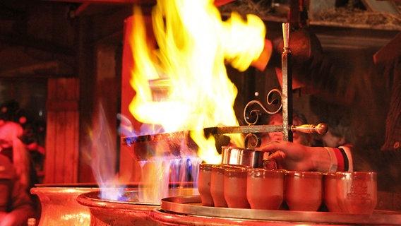 Was ist drin in Glühwein, Punsch & Co? | NDR.de - Ratgeber
