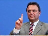 Bundesinnenminister Hans-Peter Friedrich (CSU) spricht auf einer Pressekonferenz © picture alliance / dpa Fotograf: Stephanie Pilick