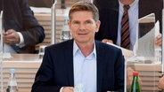 Heiner Garg (FDP), Gesundheits- und Sozialminister von Schleswig-Holstein, sitzt in der Regierungsbank. © dpa-Bildfunk Foto: Carsten Rehder