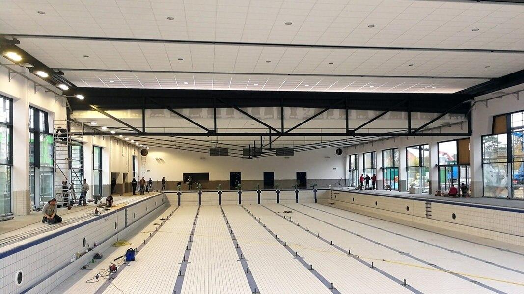 Schwimmbad Neumünster frischluft fürs hallenbad mit cabrio dach ndr de nachrichten