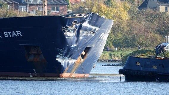Zwei beschädigte Schiffe auf dem Nord-Ostsee-Kanal.  Foto: Daniel Friederichs