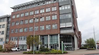 Das Verwaltungsgebäude des Kreises Pinneberg steht in Elmshorn. | NDR
