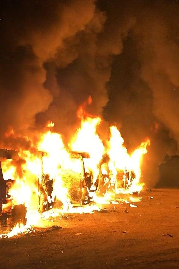 Geesthacht: Neun Kies-Laster brennen aus