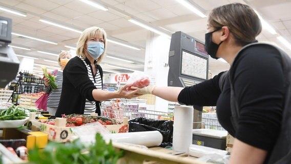 Corona Masken Jetzt Auch In Schleswig Holstein Pflicht Ndr De Nachrichten Schleswig Holstein Coronavirus