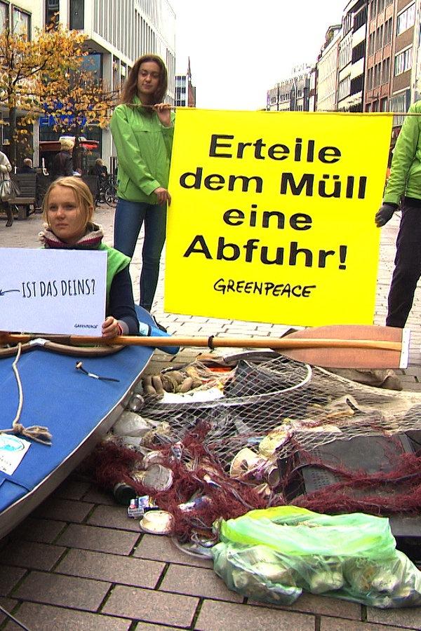 Lübeck: Greenpeace-Aktion Müll im Meer