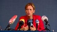 Bildungsministerin Karin Prien (CDU) während einer Pressekonferenz in Kiel. © NDR