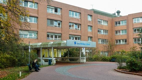 Das Hauptgebäude der Sana Kliniken in Lübeck ist zu sehen. © picture alliance / dpa | Markus Scholz Foto: Markus Scholz