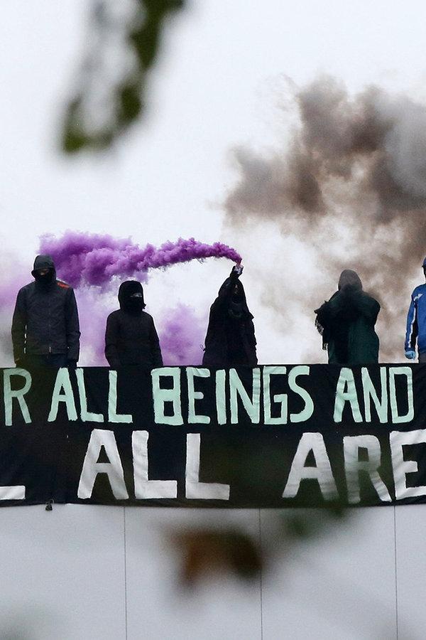 Kellinghusen: Polizei beginnt Tönnies-Räumung