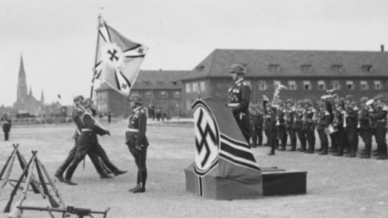 Ein historisches Foto einer nationalsozialistischen Kundgebung in Schleswig. © Sönke Hansen / alte-schleihalle.de