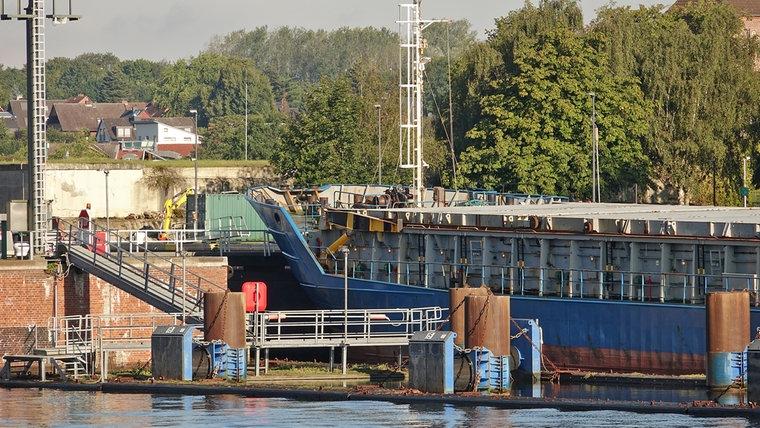 """Frachtschiff """"Else"""" kollidiert mit dem Schleusentor des Nord-Ostsee-Kanals in Kiel am Samstag dem 29.08.2020. © Daniel Friederichs Foto: Daniel Friederichs"""