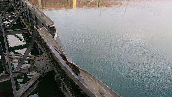 Das kaputte Schleusentor in Kiel-Holtenau. © NDR Foto: Kai Peuckert