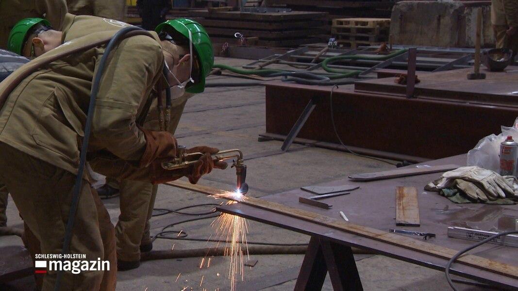 Werft-Azubis bauen Testanlage für Feuerwehr