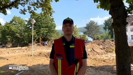 Een THW-medewerker wordt geconfronteerd met een overstromingsramp in Noordrijn-Westfalen.