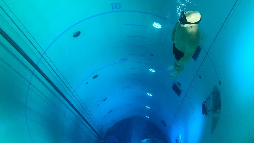So läuft der U-Boot-Notausstieg in 30 Metern Tiefe | NDR.de ...
