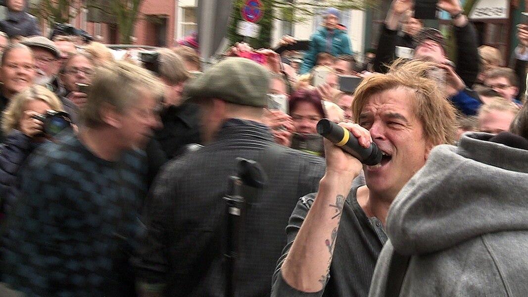 Tote Hosen Geben Spontankonzert In Kiel