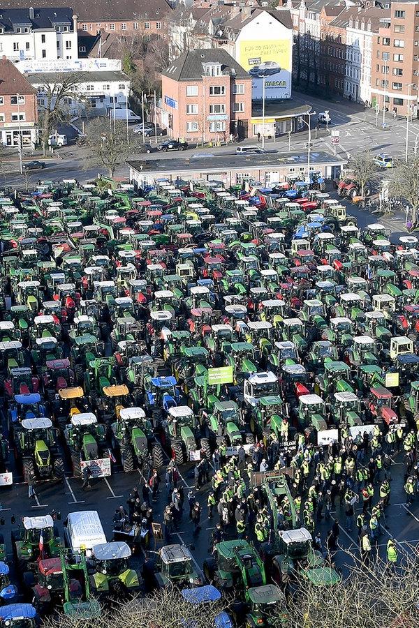 Bauern-Demo: Mehr als 1.000 Trecker in Kiel und Heide