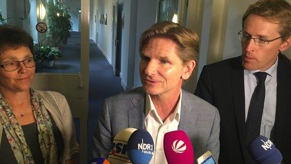 Monika Heinold Heiner Garg und Daniel Günther geben vor der Presse ein Statement